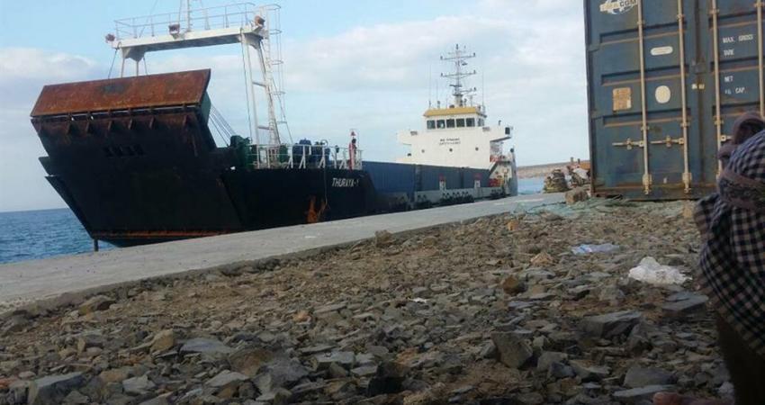 القوات السعودية في سقطرى اليمينة ترفض دخول سفينة إماراتية محملة بالأسلحة للجزيرة