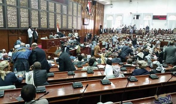 هادي يختار حضرموت لعقد جلسة لبرلمان الشرعية بعد منع الإمارات عقدها في عدن
