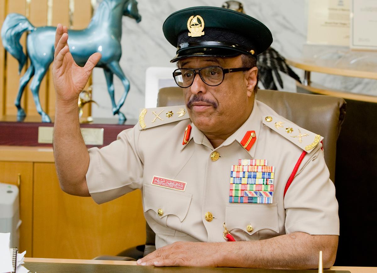 ضاحي خلفان يدعو إلى تقسيم اليمن وإنهاء حكم هادي