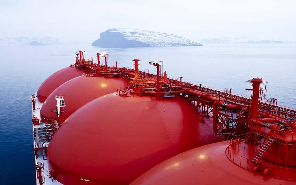 الإمارات وروسيا تبحثان التعاون فى قطاع الطاقة والغاز الطبيعى المسال