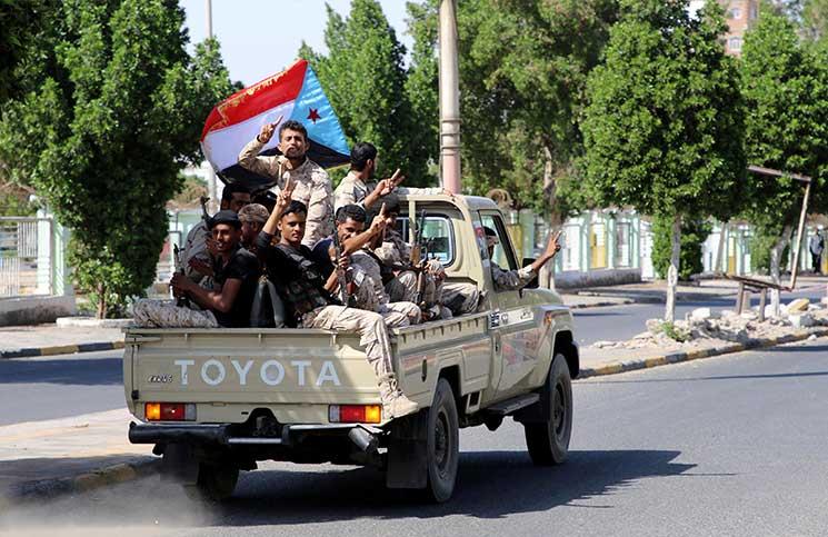 المجلس الانتقالي المدعوم إماراتياً يدعو للسيطرة على المؤسسات المالية جنوب اليمن