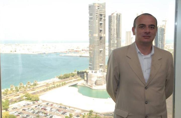 الإمارات تواصل احتجاز صحفي أردني انتهت محكوميته بسبب الغرامة المفروضة عليه