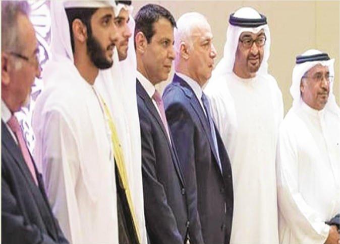 تحركات الإمارات والسعودية لإعادة دحلان للسياسة الفلسطينية والتمهيد لصفقة القرن