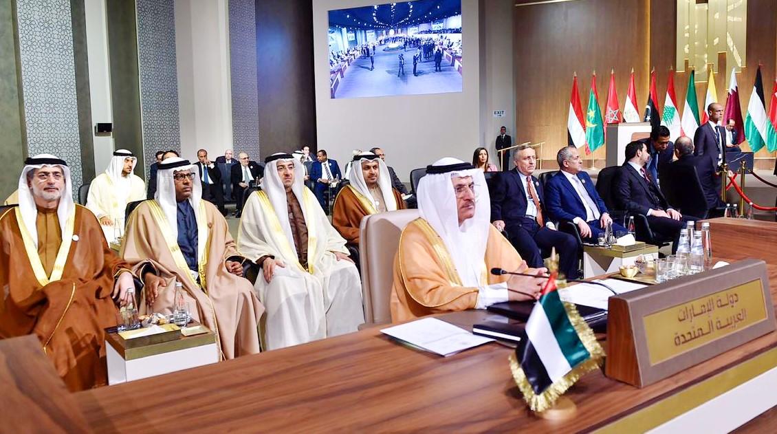 وزير الاقتصاد الإماراتي يرأس وفد بلاده في القمة العربية التنموية في لبنان