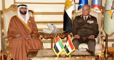 وزير الدولة لشؤون الدفاع الإماراتي يلتقي نظيره المصري في القاهرة