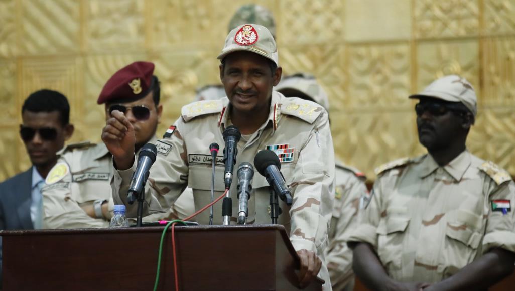 مصادر مصرية وليبية: الإمارات تستعين بحميدتي لدعم حفتر بالمسلحين