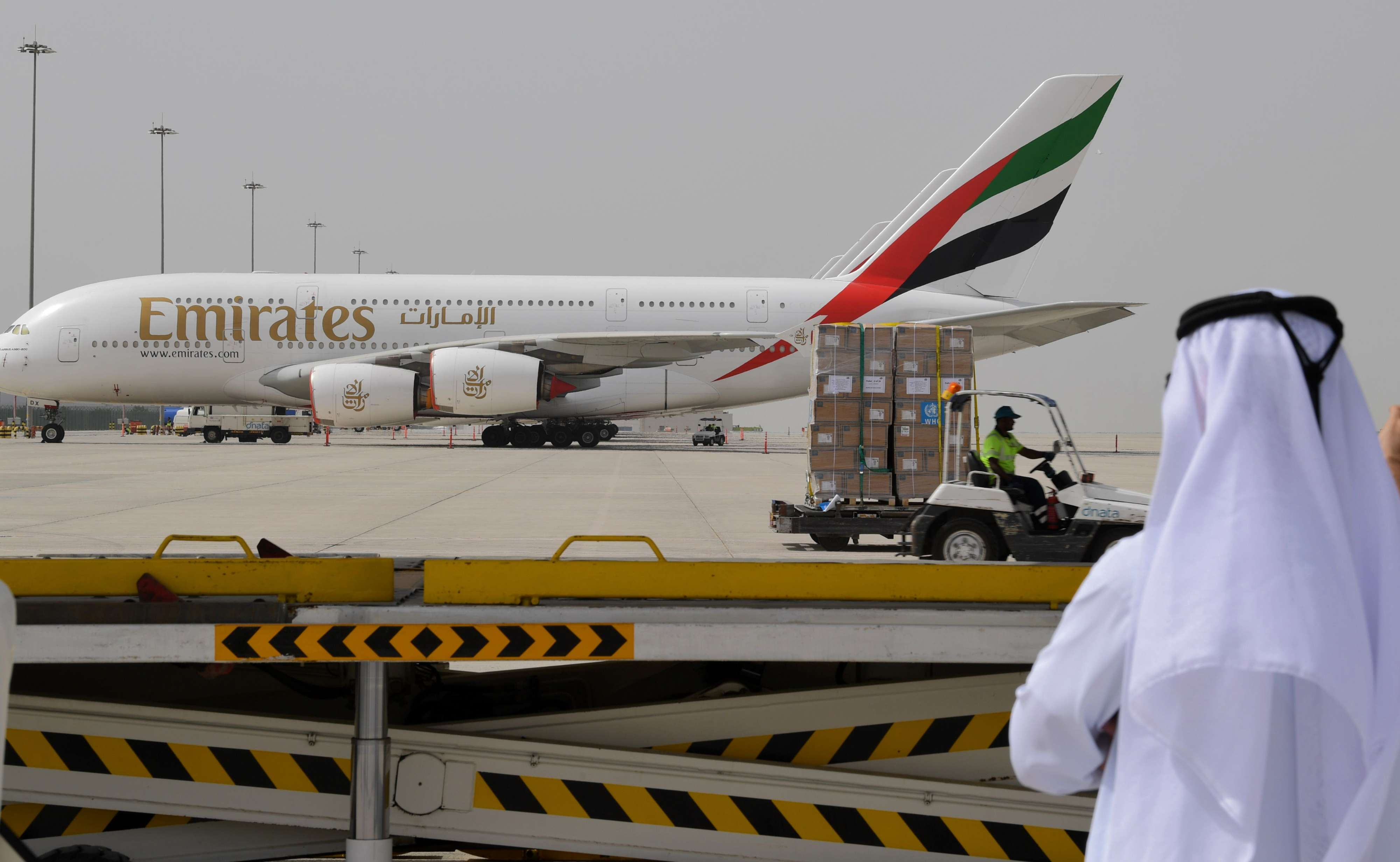 الإمارات تسمح للمواطنين والمقيمين بالسفر وفق اشتراطات صحية