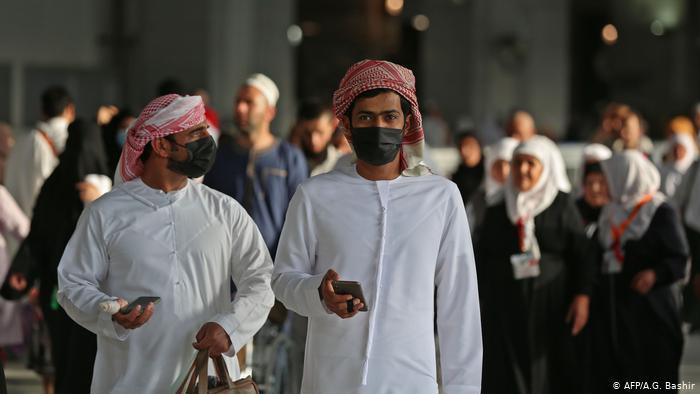 الإمارات تسجل 449 إصابة جديدة بكورونا وتقرر عودة الموظفين بشكل كامل إلى أعمالهم بضوابط