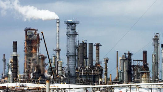 تراجع عمليات التزود بالوقود في ميناء الفجيرة الإماراتي في مايو مع انكماش الطلب