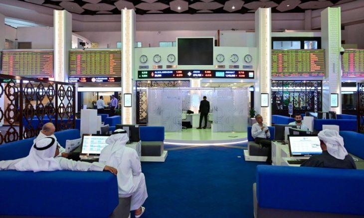البنوك تقود هبوط أسهم الإمارات بعد تخفيض تصنيفها الائتماني