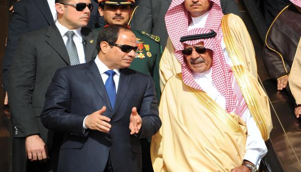 الإمارات والسعودية تتجاذبان الأذرع الإعلامية للنظام المصري