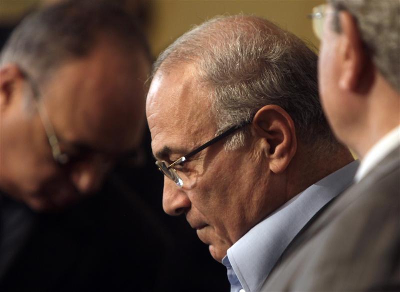 مصر ترفض تحركات أحمد شفيق في الإمارات
