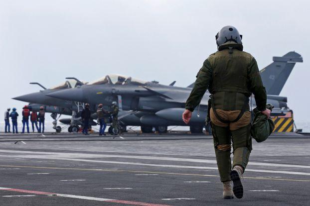 فرنسا تزيد عدد مقاتلاتها في الإمارات والأردن