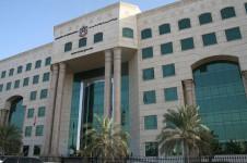 التلفزيون الإماراتي يفتح ملف استقالات المعلمين واهتمام في الصحافة