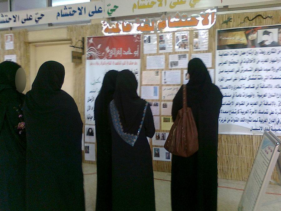 """الإماراتيون في مواقع التواصل يدعمون السيدة في """"فيديو المواطنة"""""""